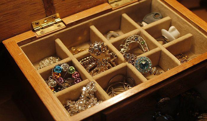 Ukrao zlatni nakit iz kuće u Rumenki