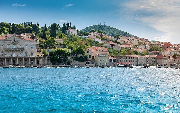 VIDEO: Ajkula se pojavila u moru kod Dubrovnika