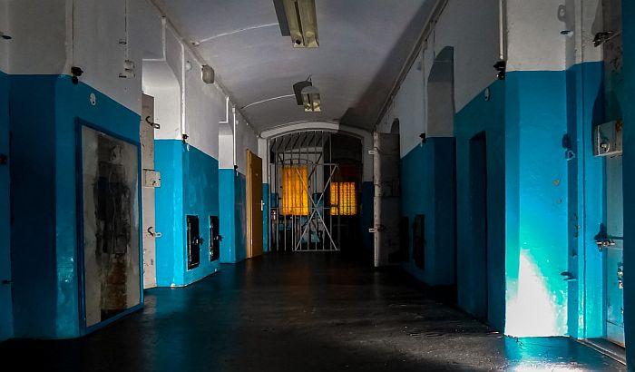 Čuvar zatvora završio iza rešetaka - sa druge strane