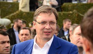 Vučić: Hvala svima koji su brinuli, od ponedeljka sam u punom radnom pogonu