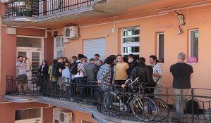 FOTO, VIDEO: Sprečena prinudna iseljenja dve novosadske porodice
