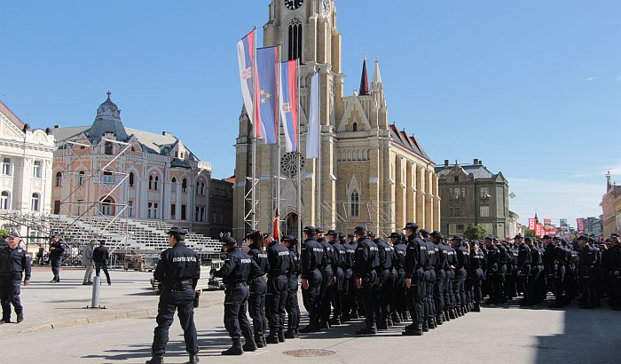 FOTO, VIDEO: U utorak na Trgu slobode u podne promocija novih policajaca