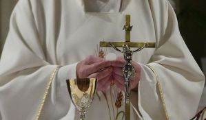 Italijanski sveštenik tražio da bude razrešen jer se zaljubio