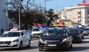 Novosadski taksisti prekinuli protest, daju šansu pregovorima s predsednikom