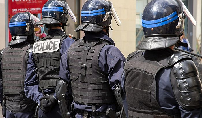 Petoro uhapšeno nakon napada na policiju u Parizu
