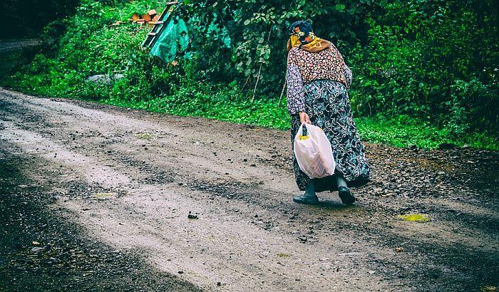 Žene na selu - mnogo rade, manje su plaćene, nemaju iste mogućnosti kao muškarci