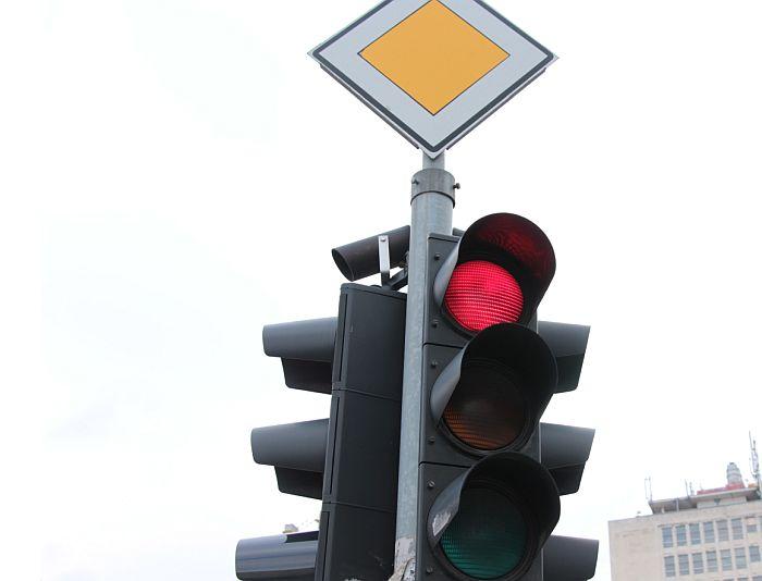 Novi semafor u Ulici Narodnog fronta od danas u funkciji