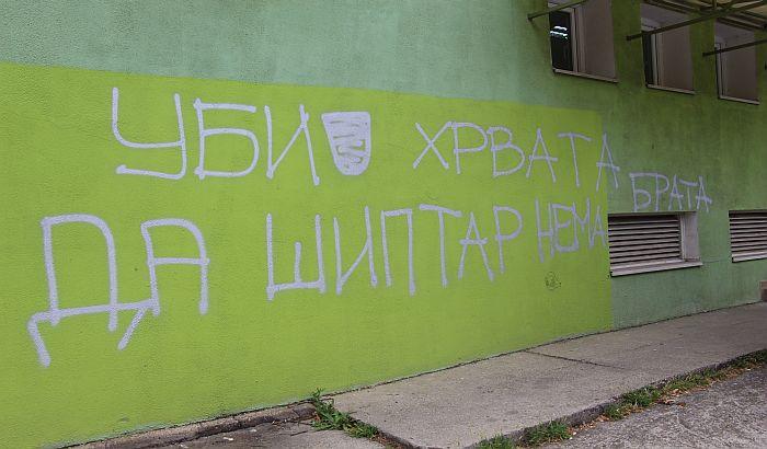 FOTO: Novi grafiti mržnje na Detelinari