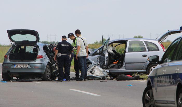 U udesu kod Kaća poginule dve sestre i starija žena, mladić teško povređen