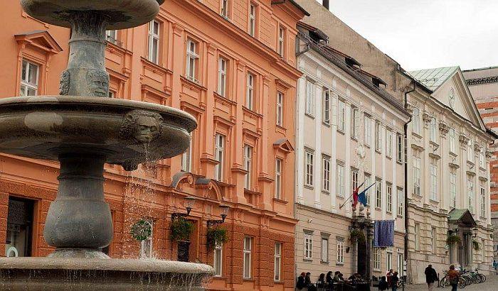 Slovenija zatvara hotele i vrtiće