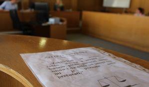 Nišlija udario policajca i pokušao da pobegne iz suda kad je čuo da se razmatra pritvor