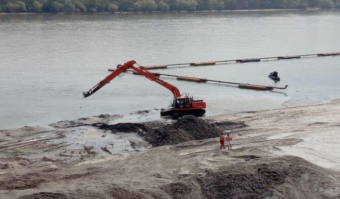 FOTO: Pesak na Štrandu će biti čist i pored vađenja 20.000 kubika mulja