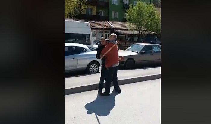 VIDEO: Aktivisti Dveri napadnuti u Majdanpeku, naprednjaci im pretili motkom i uzeli telefone