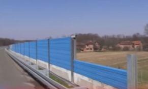 Republika Srpska: Kradu panele sa autoputa da pokriju svinjce i kokošinjce