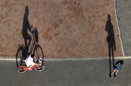 Biciklista naleteo na pešaka kod Limanske pijace