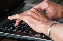 Poverenik: Građani da ne daju lične podatke onima koji nude pomoć preko društvenih mreža