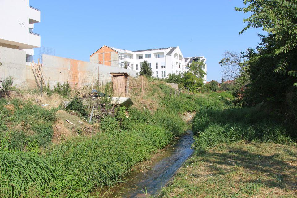 FOTO: Rokov potok nekima još uvek služi kao deponija, nadležni najavljuju nastavak uređenja