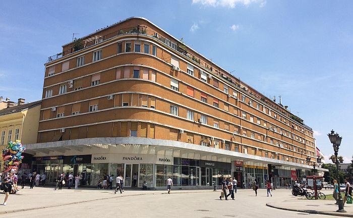 Novosađani traže više javnih česmi, da Grad pomogne u sređivanju fasade Tanurdžićeve palate...