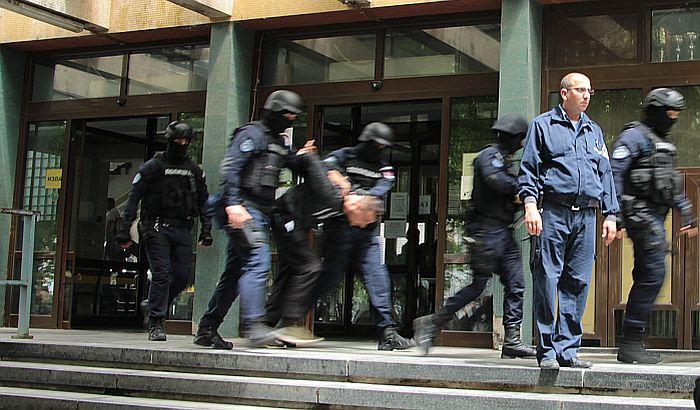 Osumnjičenom za trostruko ubistvo na Telepu mesec dana pritvora
