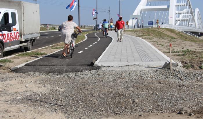 FOTO: Novi drumsko-železnički most samo danju otvoren za pešake i bicikliste