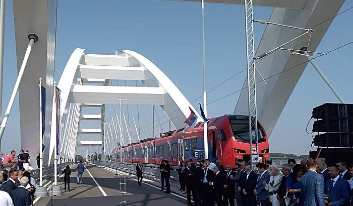 FOTO, VIDEO: Novi most svečano otvoren za automobile