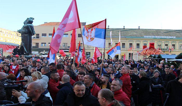 FOTO, VIDEO: Bajatović i socijalisti na Trgu slobode obeležili Dan republike, otpevali