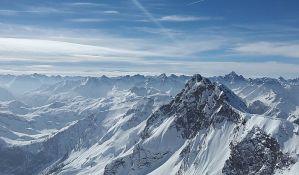 Roze sneg i led zabrinjava naučnike na Alpima