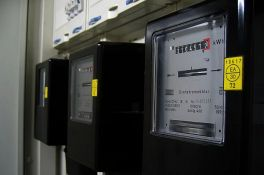 Udruženje potrošača i stručnjaci: Ako potrošači ne predaju strujomere EPS-u, dužni su da ih sami održavaju
