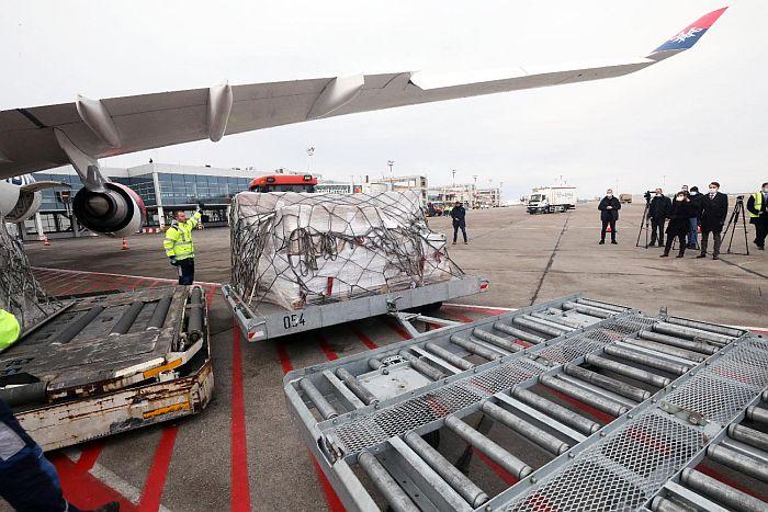 FOTO, VIDEO: U Srbiju avionom stigla medicinska oprema iz Bahreina