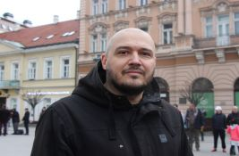 Šipkama napadnut novosadski novinar Daško Milinović