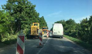 FOTO: Kolone na putu ka Karlovcima zbog odrona, sanacija klizišta kad stigne građevinska dozvola