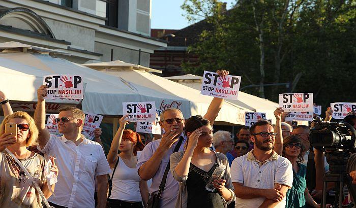 FOTO, VIDEO: Protest