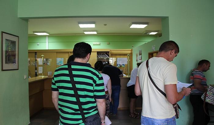 Zakoni u hitnim procedurama, javne rasprave obesmišljene i ostale mane javne uprave u Srbiji