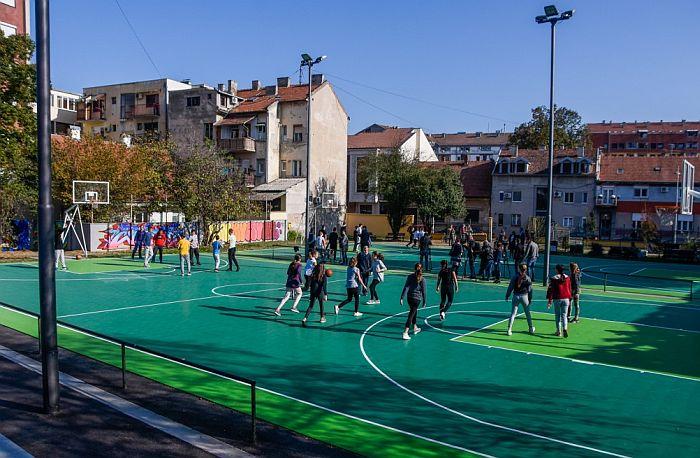 FOTO: Obnovljeni košarkaški tereni u Eđšegu