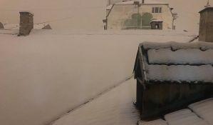 Saobraćaj preko Fruške gore otežan, napadalo i do 10cm snega