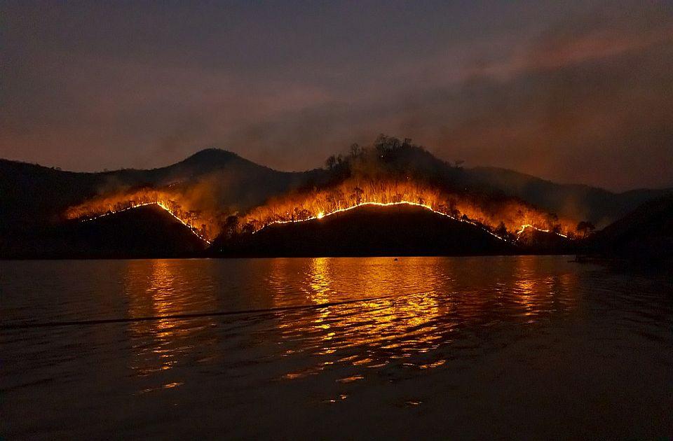Požar na Kritu, evakuisani kamperi