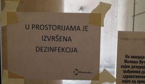 U toku dezinfekcija ulaza u novosadskim zgradama, na obodima se još uvek čeka na tretman