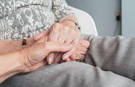 Osoblje doma za stare u Zemunu u samoizolaciji i bolnici, o 19 starih brinuo jedan volonter