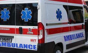 Sankali se na automobilskoj gumi i podleteli pod automobil, zadobili teške povrede