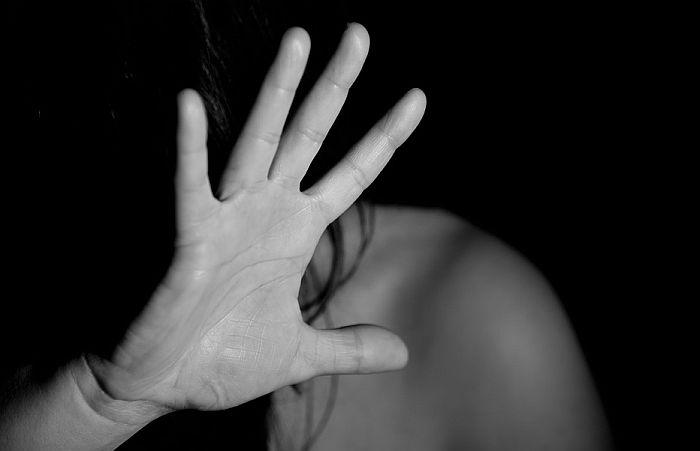 Učitelj glume osumnjičen za silovanje učenica danas pred tužiocem