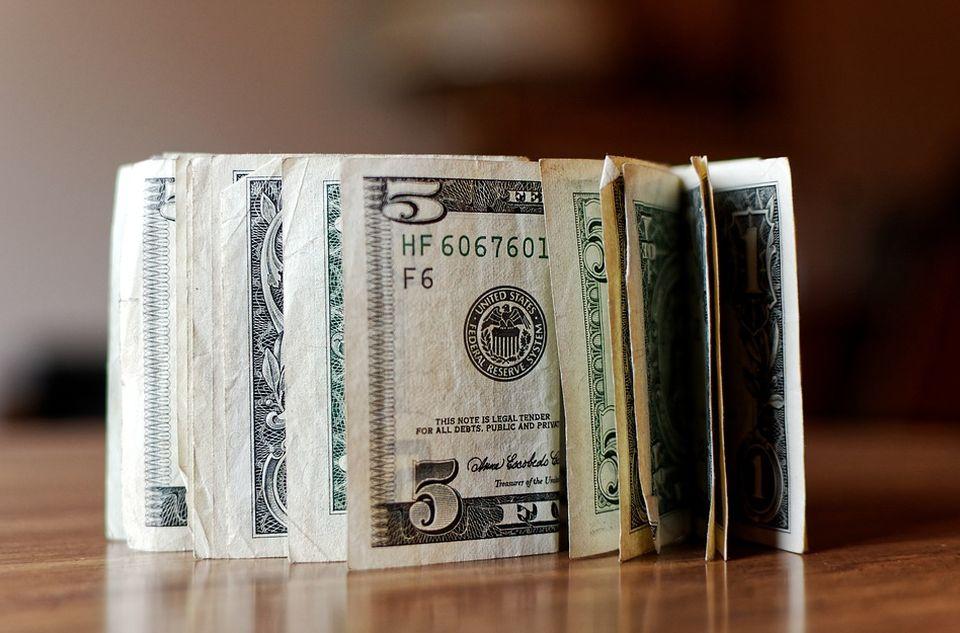 U menjačnici po američke dolare samo sa ličnom kartom