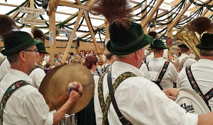 Recesija pogodila i Oktoberfest, popilo se manje piva