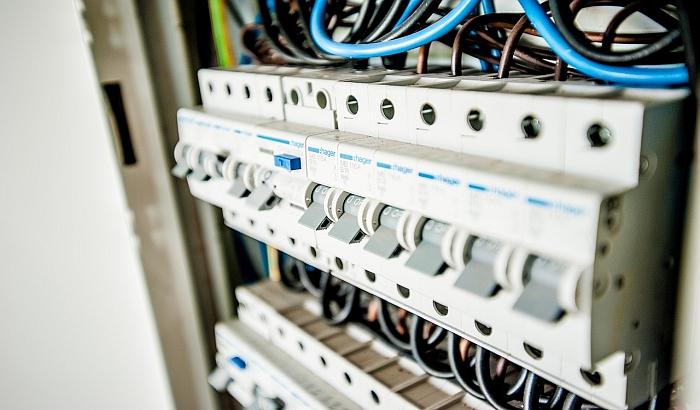 Porodici savetnika u Elektrodistribuciji otpisali milionski dug za struju