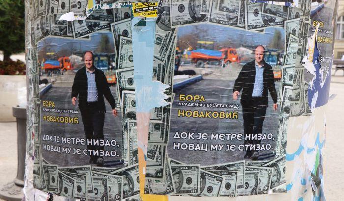 FOTO, VIDEO: Plakati protiv Borislava Novakovića izlepljeni po Novom Sadu, odgovor na akciju Narodne stranke