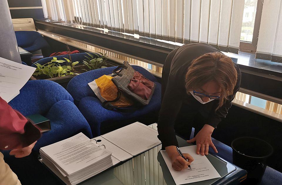 FOTO: Predata peticija za očuvanje zelenila na Novom naselju - sačuvati humane uslove stanovanja