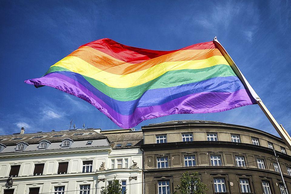 Istorijska odluka u Hrvatskoj: Gej parovi mogu da usvajaju decu