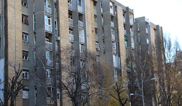 Država prodaje nekretnine, među njima stambena zgrada za 1.500 evra