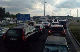 Automobili na prelazu Sremska Rača čekaju do sat i po