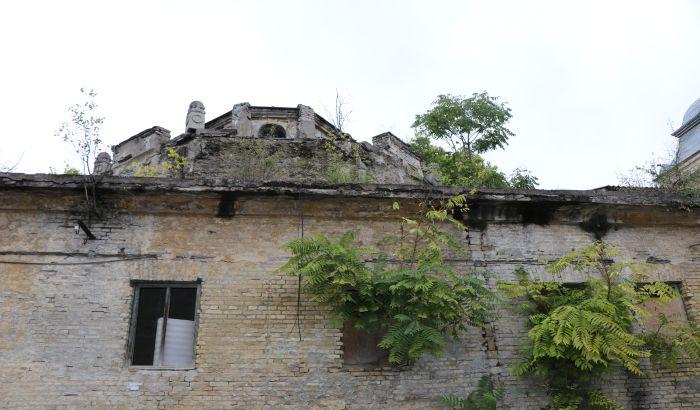 FOTO: Iza Jodne banje krije se arhitektonski biser, koji, naravno, propada