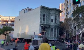 VIDEO: Ulicama San Franciska vozili kuću staru 139 godina